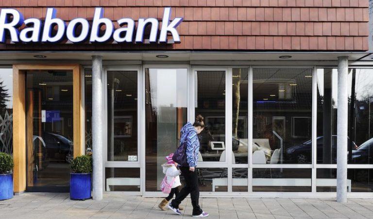 Rabobank maakt geld storten nog duurder: 5 euro per biljet!